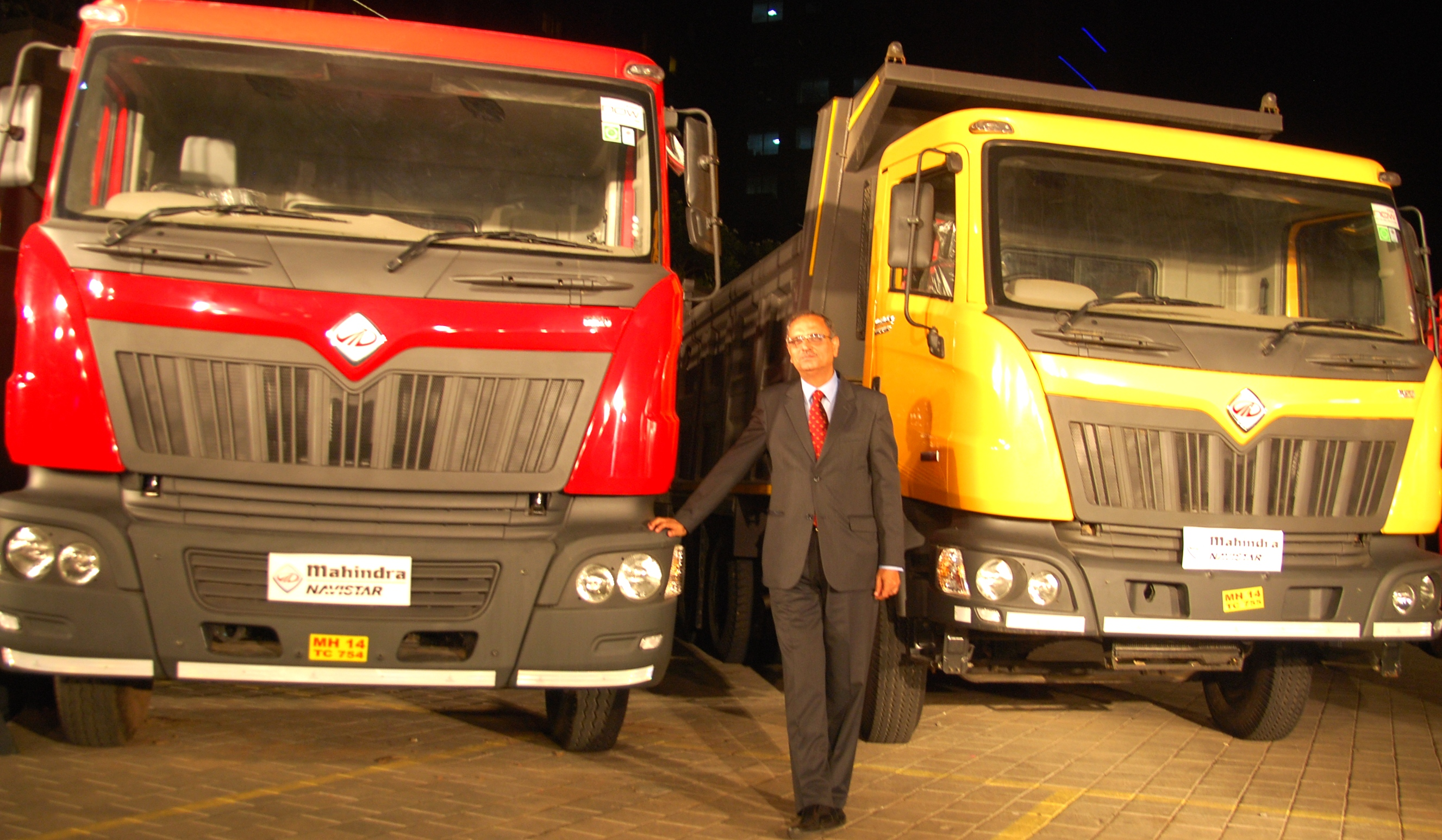 Mahindra Navistar Celebrates Its 5000th Truck Roll Out