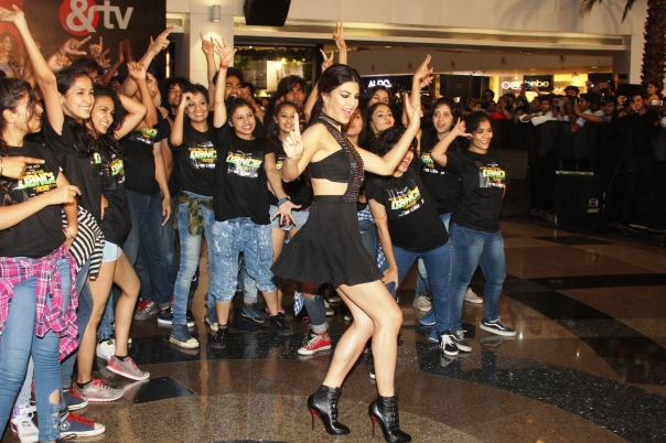 Jacqueline Fernandez at the 'flashmob' Housefull 3 song launch of 'Taang Uthake' (1)